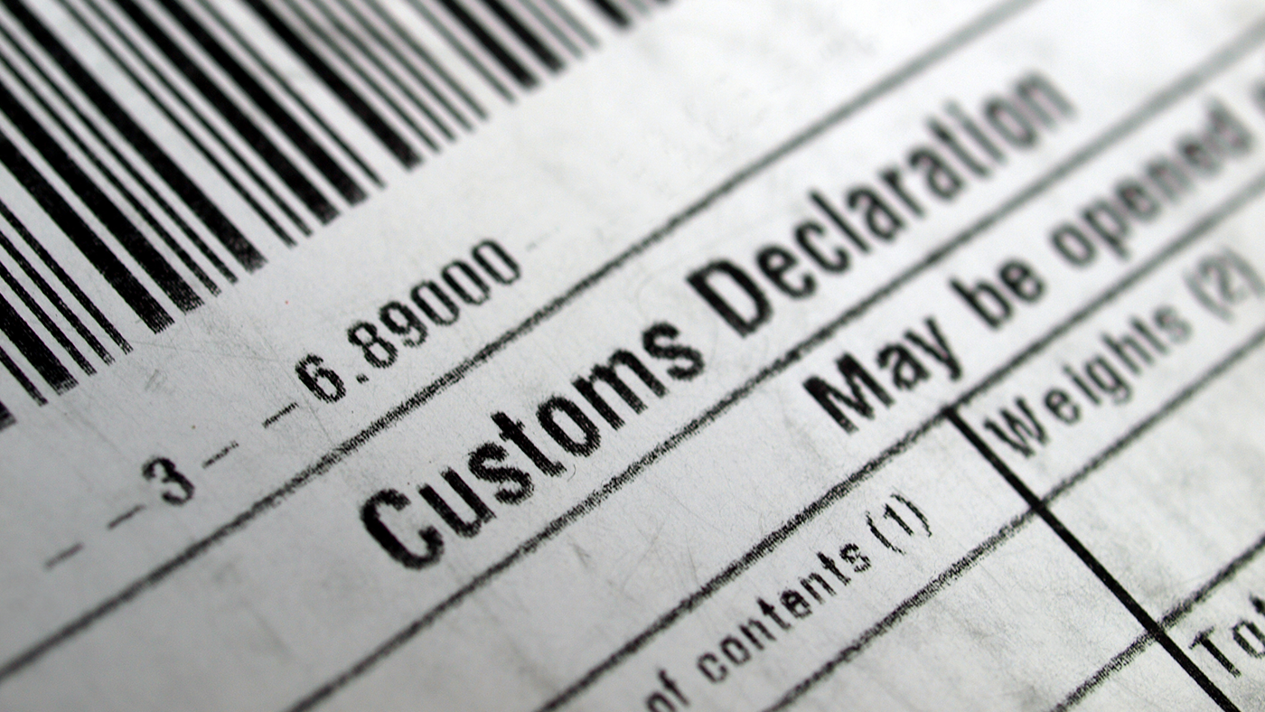 returns label going through customs